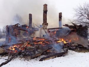 сгорел-дом